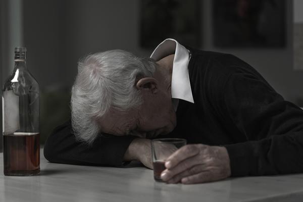 Trafic d'alcool en maison de retraite
